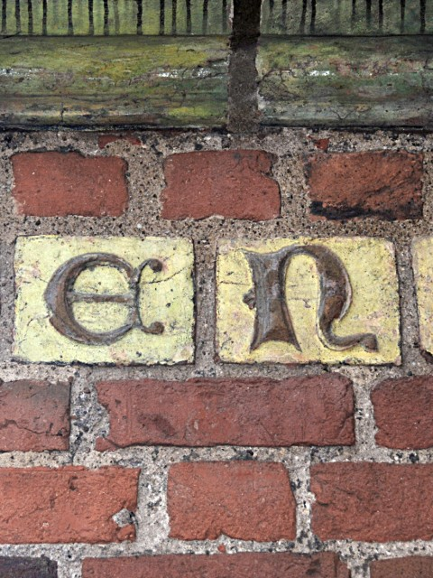 medieval-brick-with-letter-3-1056704